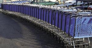 A bevásárlókocsik közé parkolt, az ott dolgozók rendesen megleckéztették – KÉP
