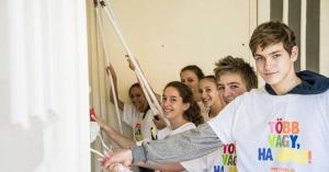 Segítségnyújtásra buzdítják a fiatalokat az egyházak