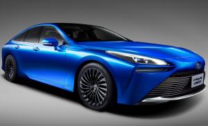 Már a Toyotának is van villanymotoros sportszedánja