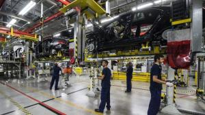 Kitehetik a megtelt táblát az autógyártók