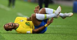 PSG: Neymar Ronaldónak mondta el, miért fetreng annyit