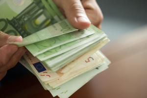 Ragaszkodnak a készpénzhez az európaiak