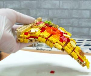 Úgy sütik meg ezt a Lego-pizzát, hogy még a nyálunk is kicsordul