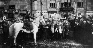 Száz éve hangzott el Horthy Miklós legendás beszéde a bűnös Budapestről