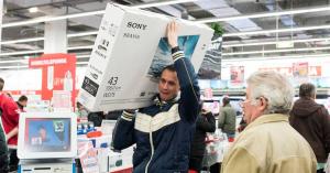 Százmilliárdokért vásárol a lakosság ajándékokat, iparcikkeket