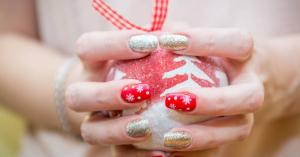 A legszínesebb karácsonyi manikűrök
