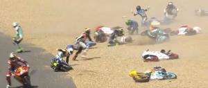 Moto3: Húsz motoros esett ki ugyanabban a kanyarban (videó)