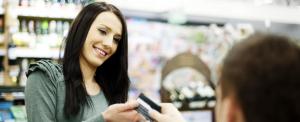 A rendőrség és a bankszövetség szerint biztonságosak az érintős bankkártyák