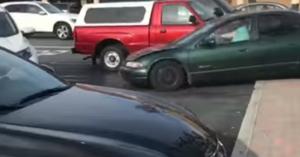 Ha nem érted, miért rettegnek az idős sofőröktől, nézd meg ezt a videót a 85 éves nénivel!