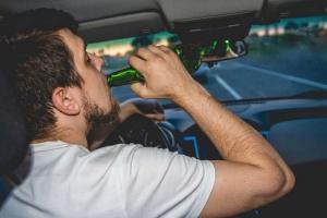 Ittas vezetés: tévúton a volán mögött
