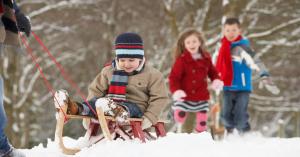 Hiányoznak a régi havas telek? Mutatjuk, hol van sok-sok hó, szánkózás és hóember-építő verseny