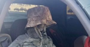 Csontvázzal akarta kijátszani a sávkorlátozást egy autós, a rendőrök sem akartak hinni a szemüknek – KÉP