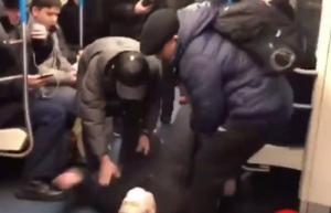 A metró közepén azt színlelte, hogy koronovírusos rohama van – fejvesztve menekültek mellőle az utasok – videó