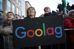 A Google cenzúrája ellen tüntettek Budapesten | KÉPEK