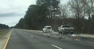 Olyan részeg volt, nekiment az egyetlen autónak az autópályán: egy rendőrnek! – VIDEÓ