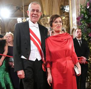 Sorra buknak le az osztrák kormány vezetői, nem túl elővigyázatosak