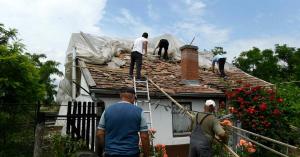 Milliárdos kárt okoztak a viharok