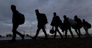 Hetente több száz migráns próbál átjutni a magyar határon