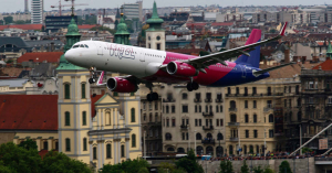 Beleszállt a Wizz Air az utazási irodákba – reagáltak a szolgáltatók