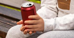 Tilos! Ezért nem ihatnak energiaitalt a gyerekek!