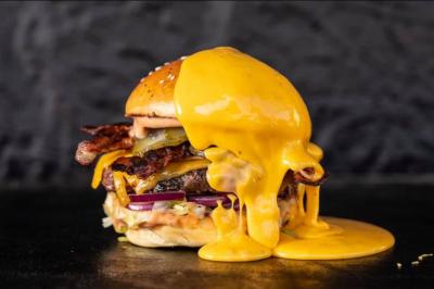 Undorító: Ez történik a gyorséttermi hamburgerrel, ha évekig őrizgeted
