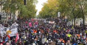 Amnesztiát követelnek a migránsoknak Párizs utcáin a terrortámadás után