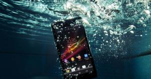 Védd a mobilod vízálló tokkal a vízbe eséstől