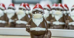 Világhírű lett a lajosmizsei cukrász maszkos csokimikulása
