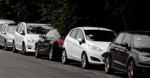 Elfoglalták a parkolóhelyét nem akármilyen ajándékot hagyott a kocsin! – KÉP