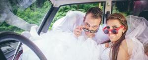 A humor és a kreativitás az esküvői fotók elengedhetetlen kelléke lett