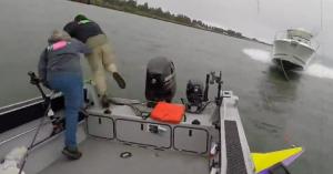 Nem csak az autósok tudnak óriásit hibázni: hajó gázolt át a hajón! – VIDEÓ