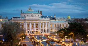 Bécsben bálozott a balatoni elit – képekkel