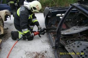 Miszlikre aprították az autókat, sérülteket mentettek