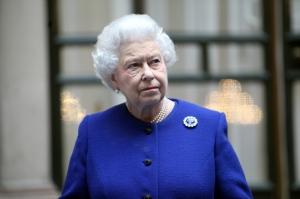 II. Erzsébet nem kötötte be a biztonsági övet, egy figyelmes polgár pedig jelentette a rendőröknek