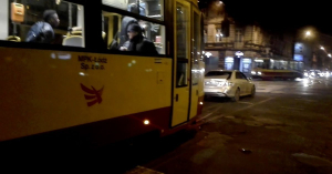 A villamosnak zöld volt, a Mercedesnek piros – nem lett szép vége! – VIDEÓ