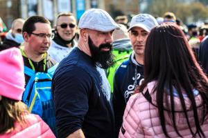 A tiltás ellenére hirdetett tüntetést a vírustagadó álorvos