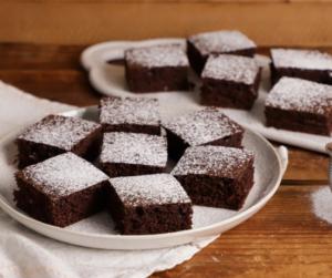 Kakaós-kefires kevert süti, amivel 10 perc munka van
