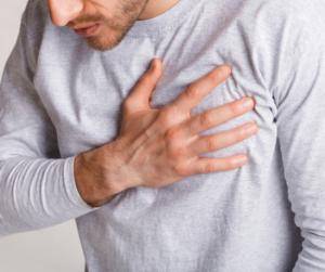Mellkasi fájdalom és erőtlenség? Durva tünetei is lehetnek a vashiánynak