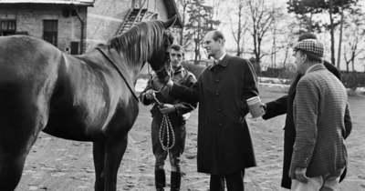 Történelmi fotókon Fülöp herceg 1973-as tatai látogatása
