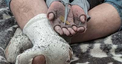 Rettegésben tart: vérlázító dolgot tesz a budapesti hajléktalan a járókelőkkel