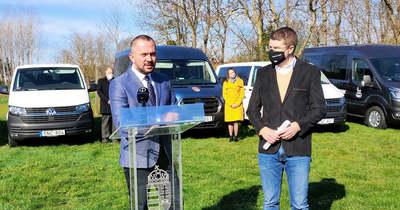 Falubuszokat adtak át és négy új pályázatot hirdettek ki a Magyar Falu Programban Csényén