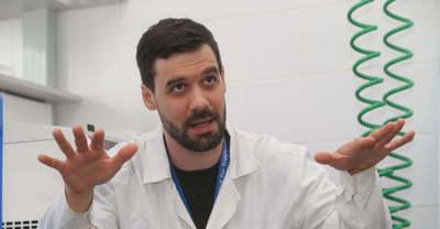 Fontos figyelmeztetést posztolt Kemenesi Gábor a jelenlegi járványgörbe kapcsán