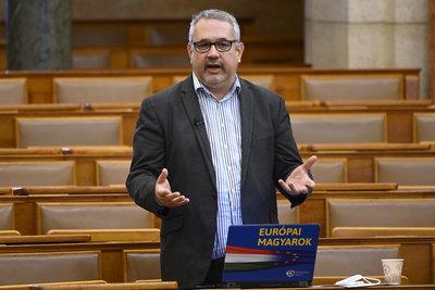 Nem hagyja abba Gyurcsány pártja: az Origo cikkére reagálva tovább folytatja az oltásellenes kampányt