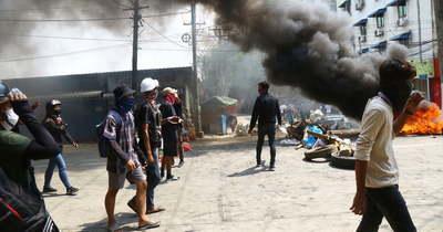 Fegyveresek uralják Mianmar utcáit