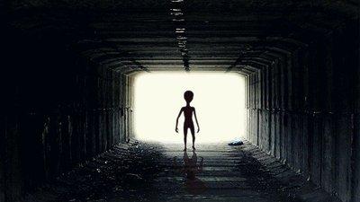 Jönnek az idegenek? Hátborzongató felvételt készített egy kerékpáros