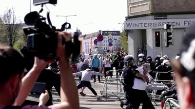 Letartóztatások Bécsben egy illegális karanténellenes tüntetésen