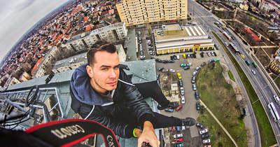Extrémfotós a város tetején