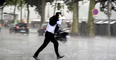 Figyelmeztet a meteorológia: villámlásra és jégesőre készülhetünk a megyében