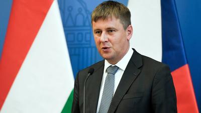 Menesztik a keleti vakcinákat ellenző cseh külügyminisztert