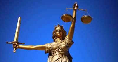 Meghalt az aszfaltra zuhant férfi Balatonfüreden, szándékosságért börtön jár az elkövetőnek